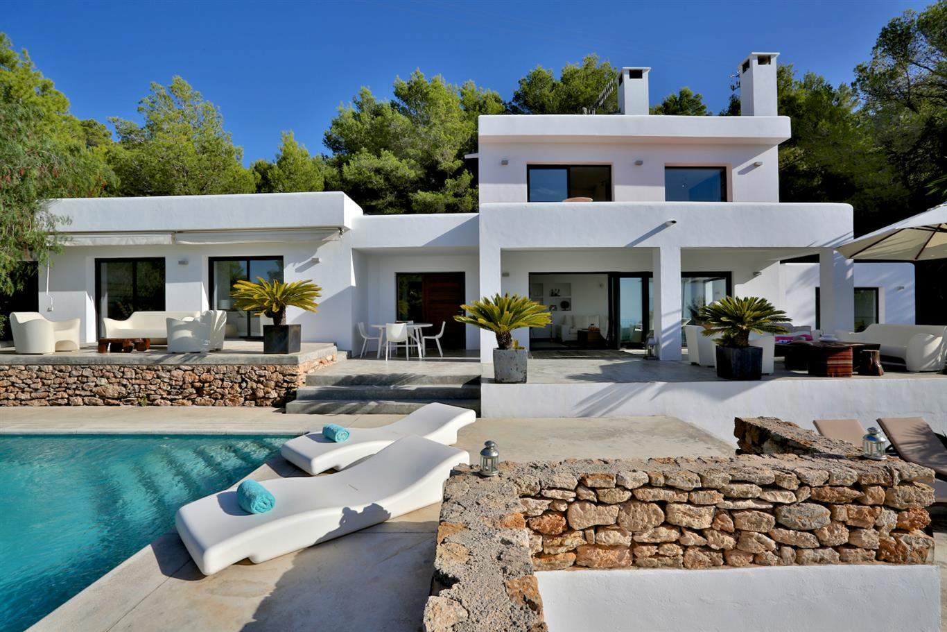Renting a Villa in Ibiza: 5 Must-Try Villa Services You Will Love