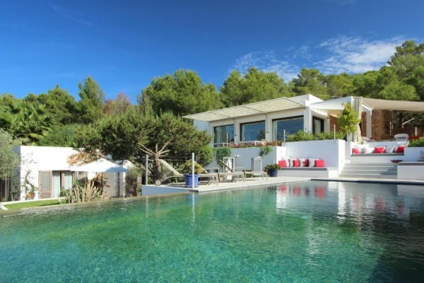 Should I Choose Ibiza Coastal Villa or Rural Villa?