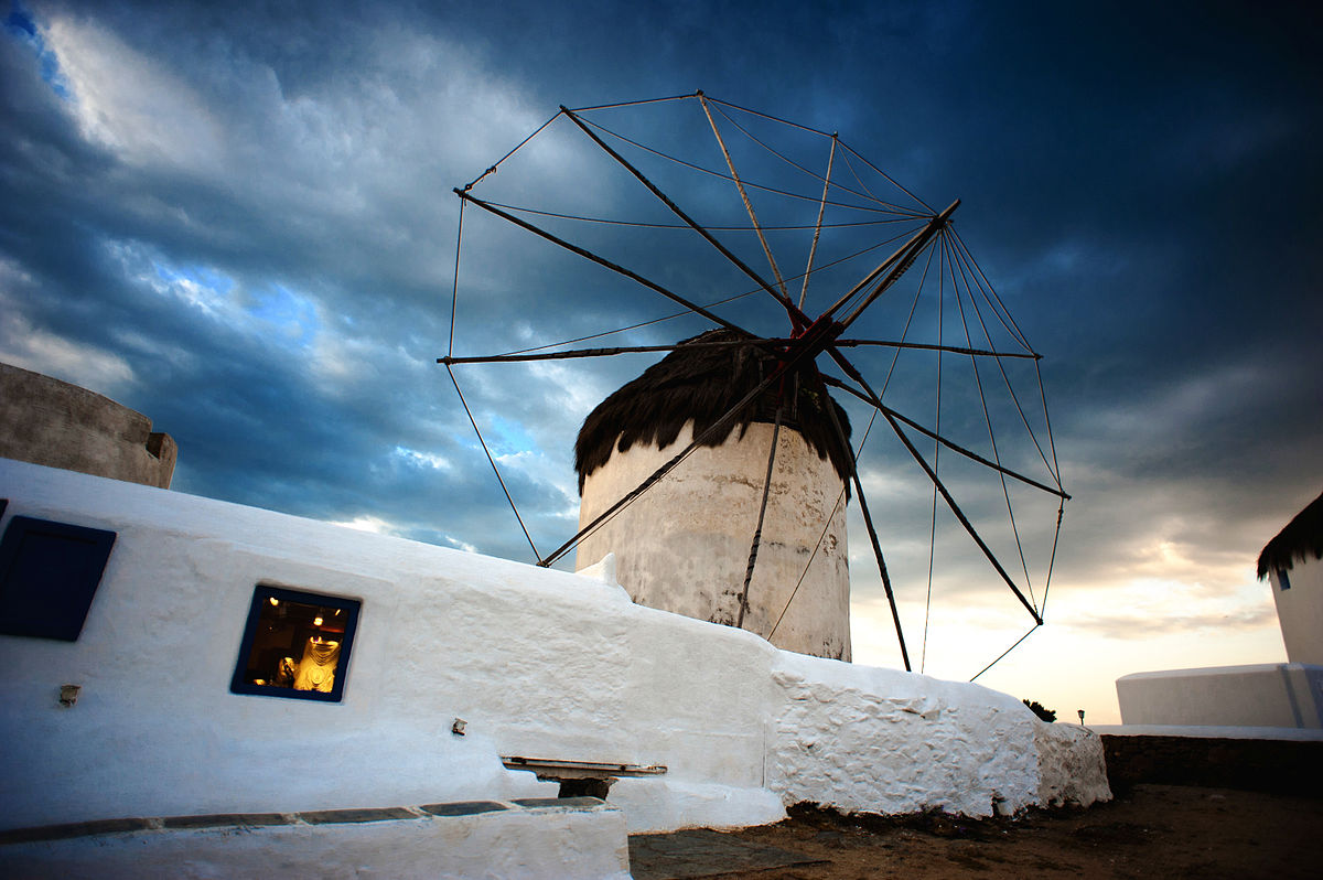6 Unmissable Places To See in Ibiza and Mykonos